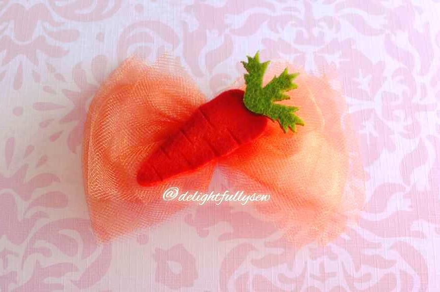 Bow With Carrot Clip Design