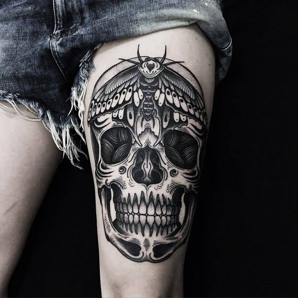Gorgeous Skull Tattoo On Thigh