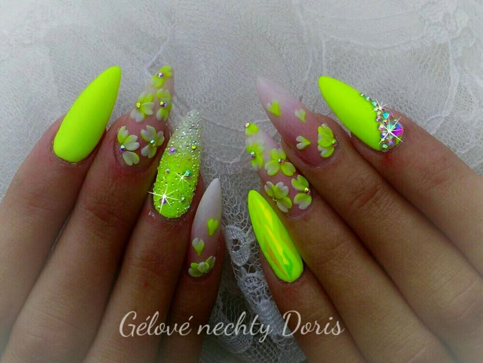 3D Flower Nails Summer Nail Ideas
