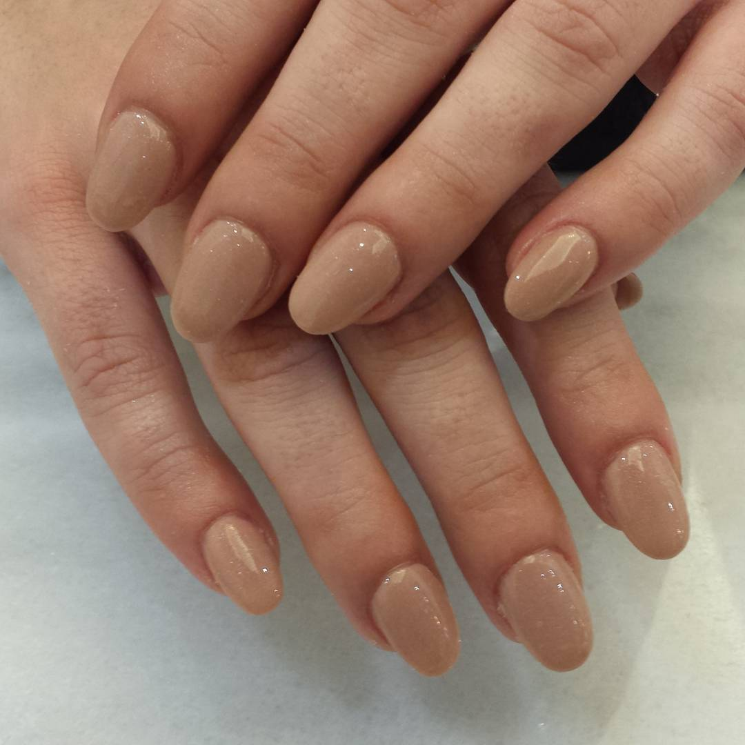Beautiful Neutral Round Nails