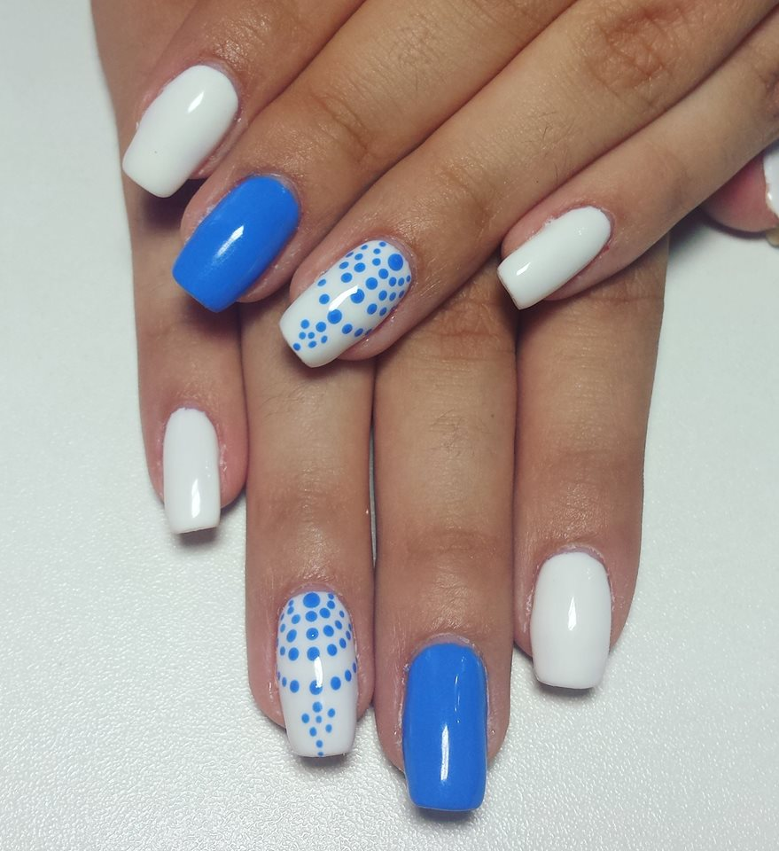 Gel blue And White Nails - Blurmark