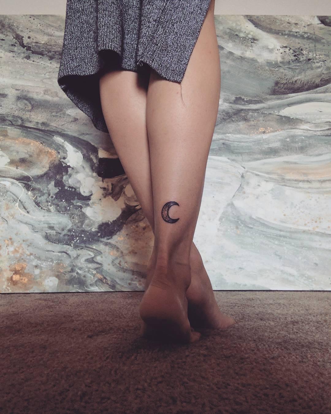 Half Moon On Leg