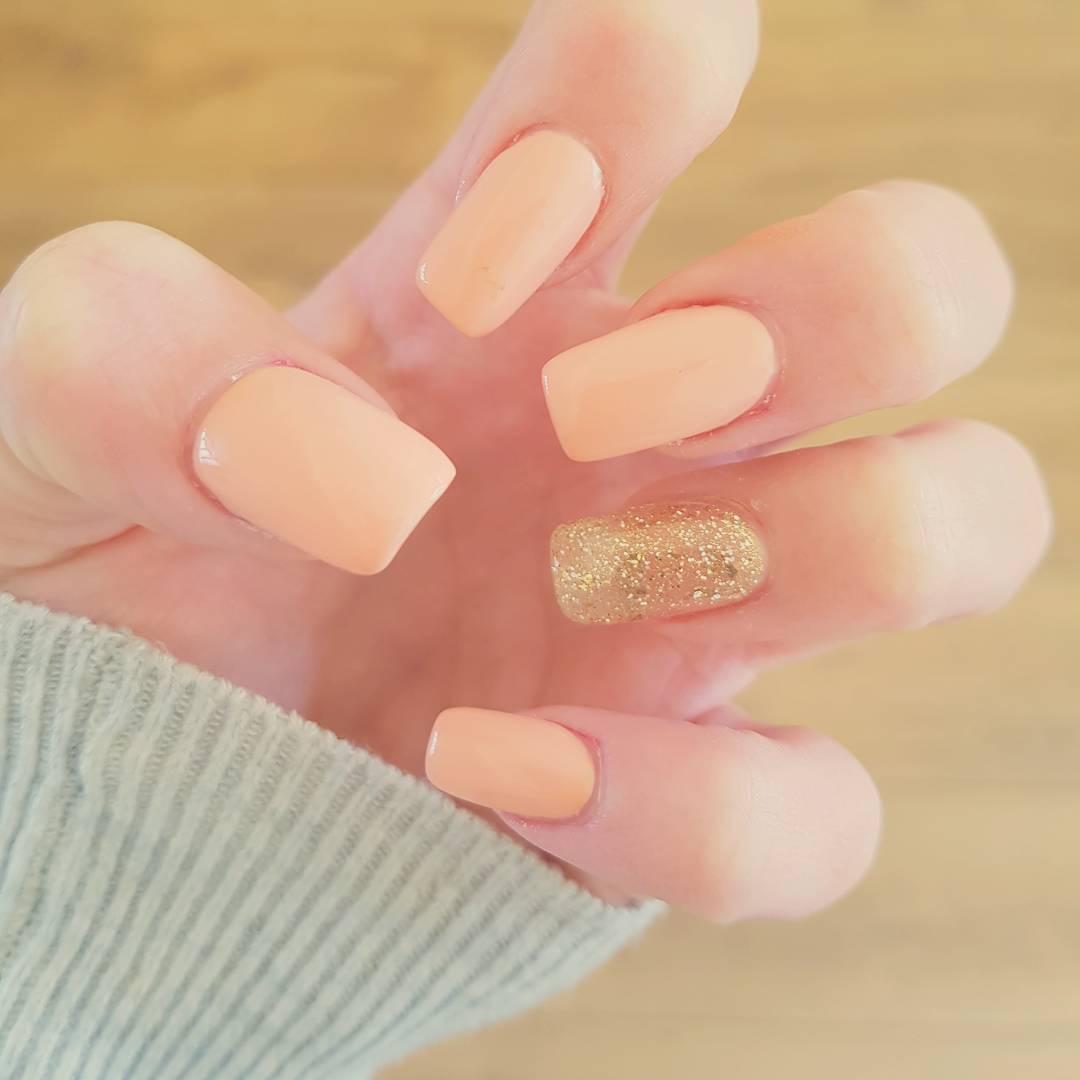 Holiday Neutral nails