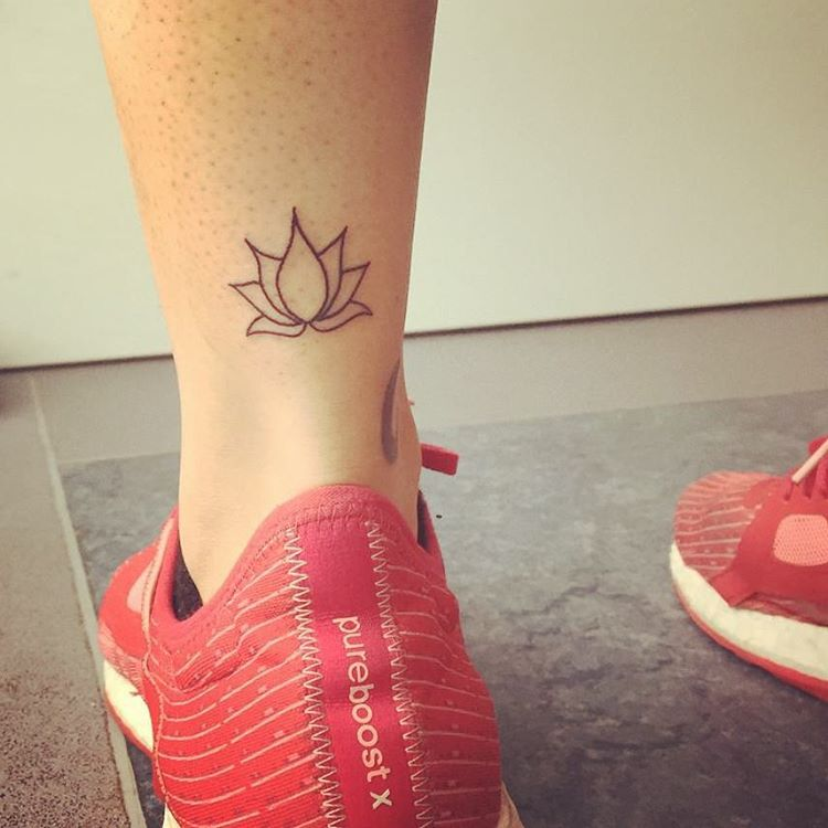 Lotus Tattoo On Leg