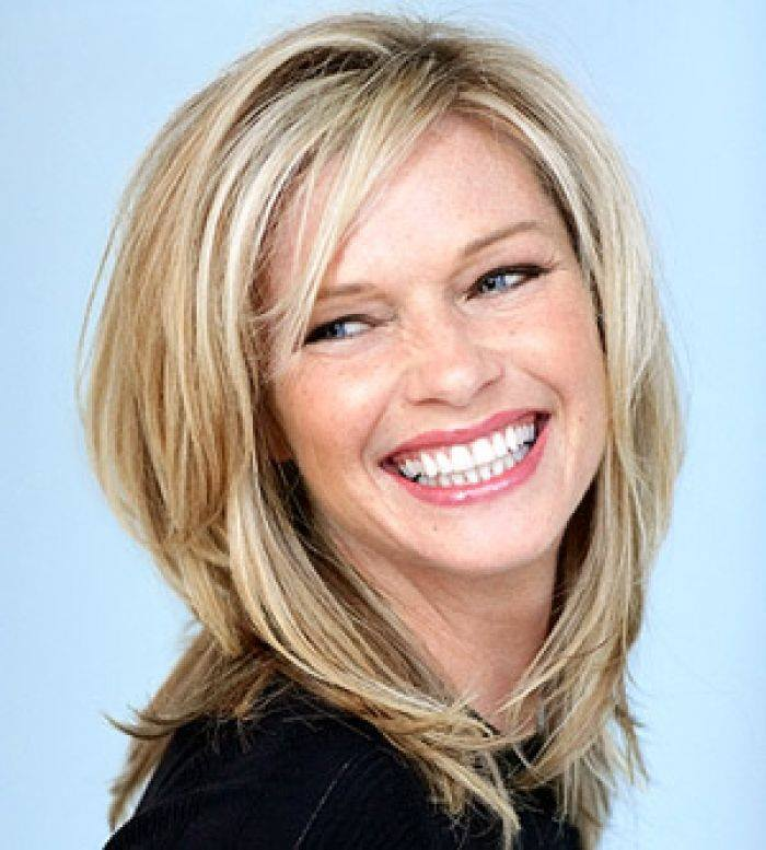 Medium Length Hairstyle For Women Over 40 - Blurmark