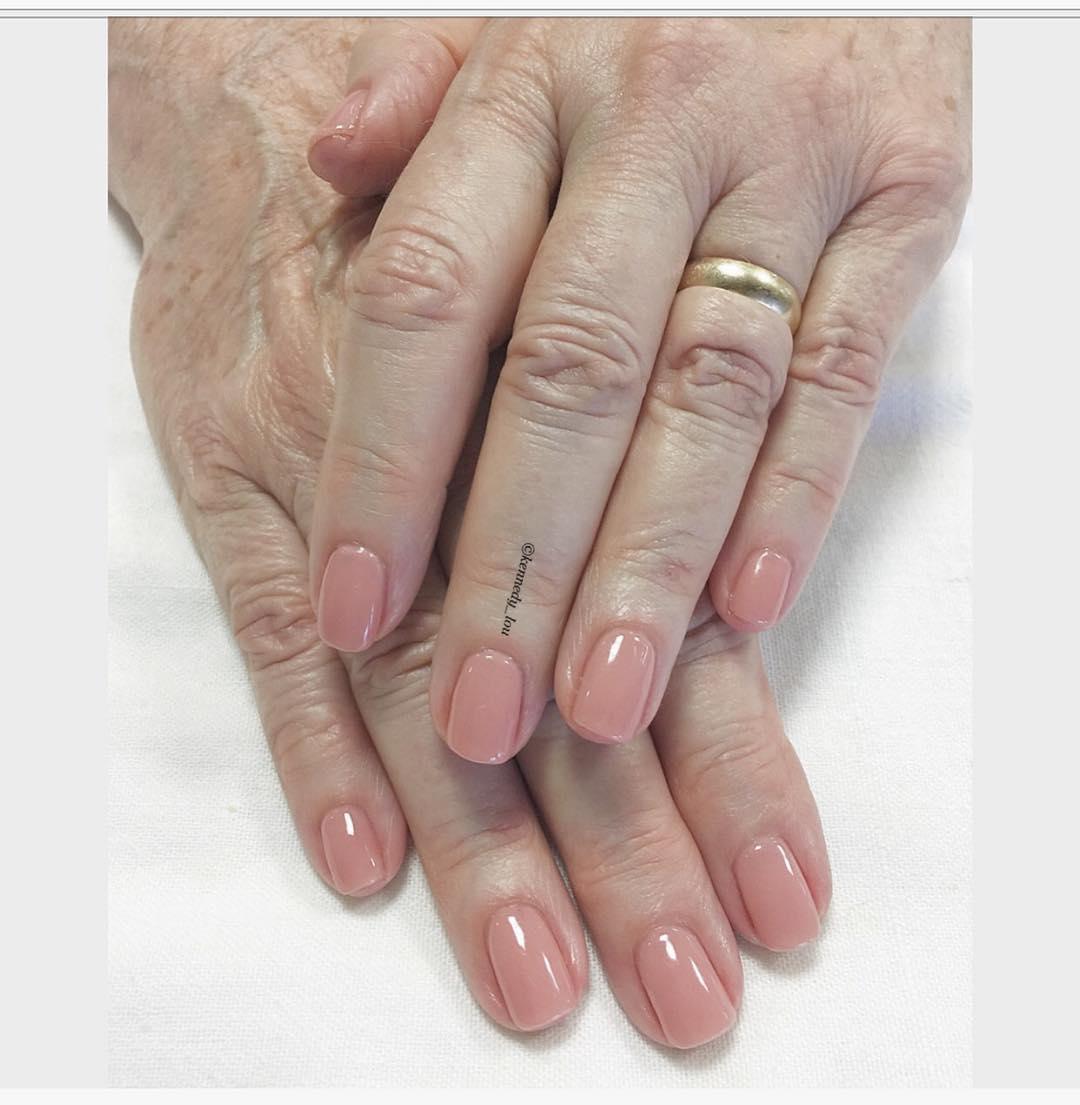 Neutral GEel Manicure
