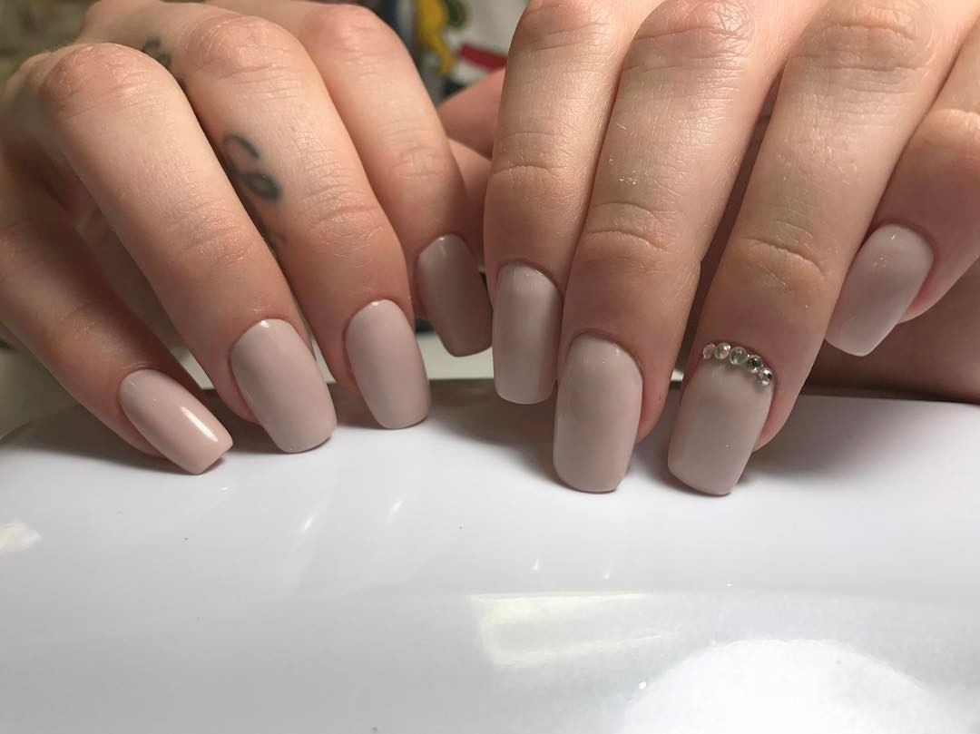 Nude Neutral Nails