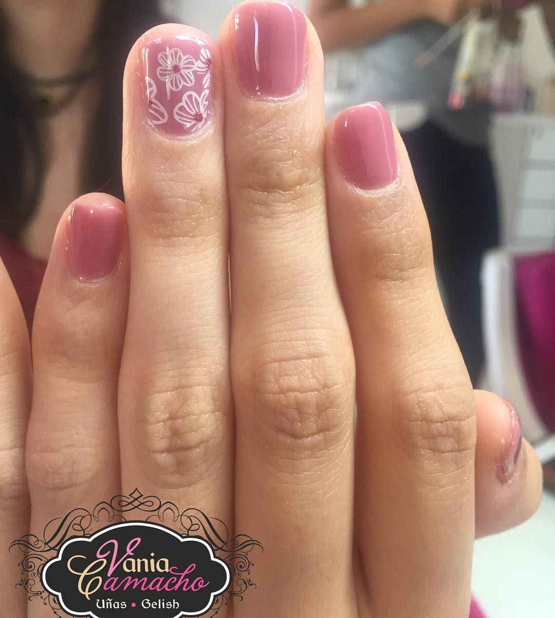 Short Pink Gel Nails , Blurmark