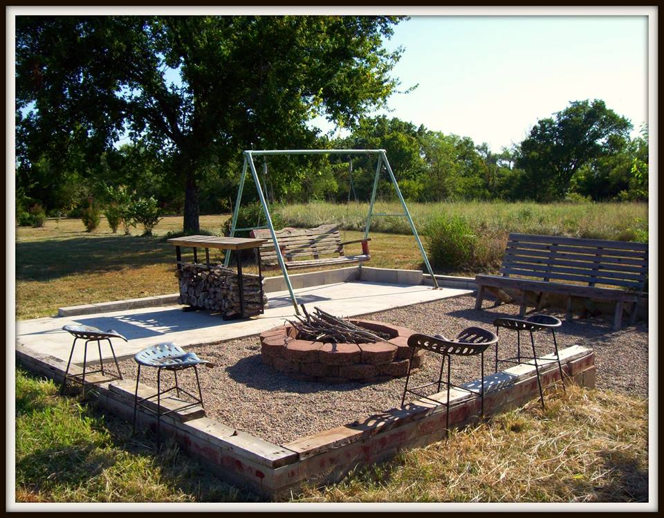 50 Comforting Fire Pit Sitting Idea For A Perfect Evening