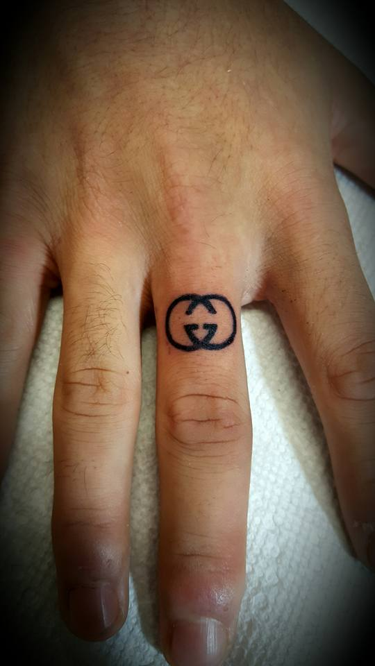 67 Different Finger Tattoo Ideas That Look Great