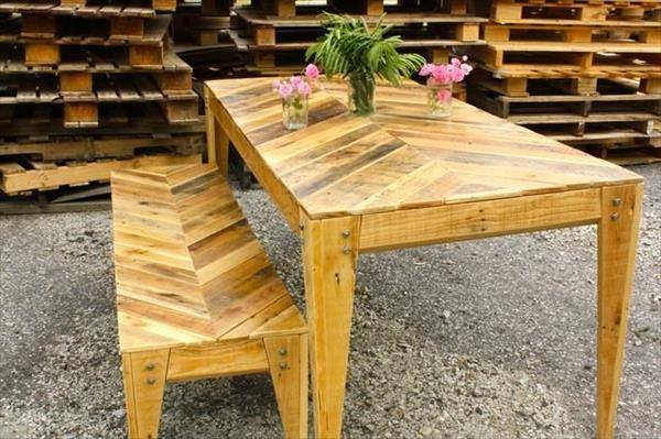 Pallet Table With Sitting