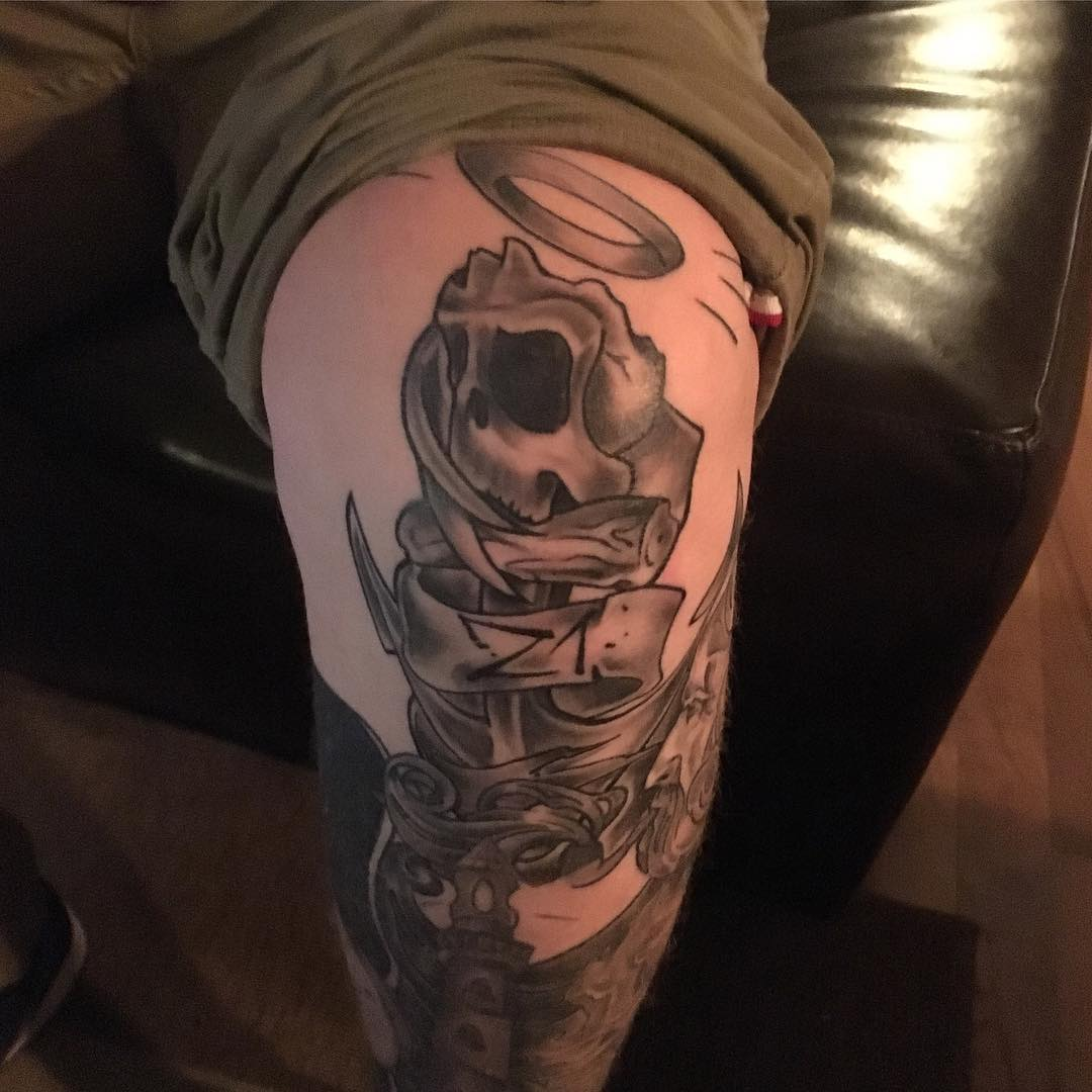Anchor With Skull Knee Tattoo