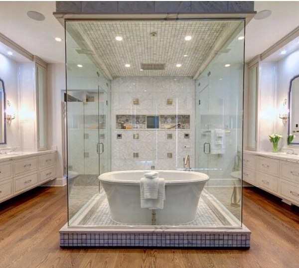 Combo Of Bath Tub And Shower To Give A Feel Rain