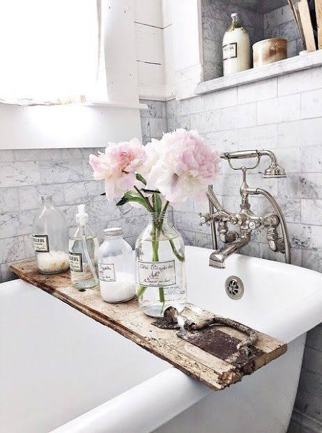 Sassy French Bathroom Inspired Tub Holder And Masson Jar Decor