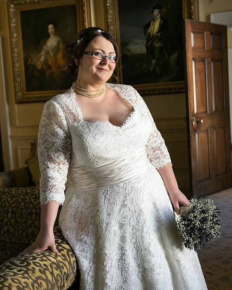 Sweatheart Neckline Plus Size Lace Wedding Gown