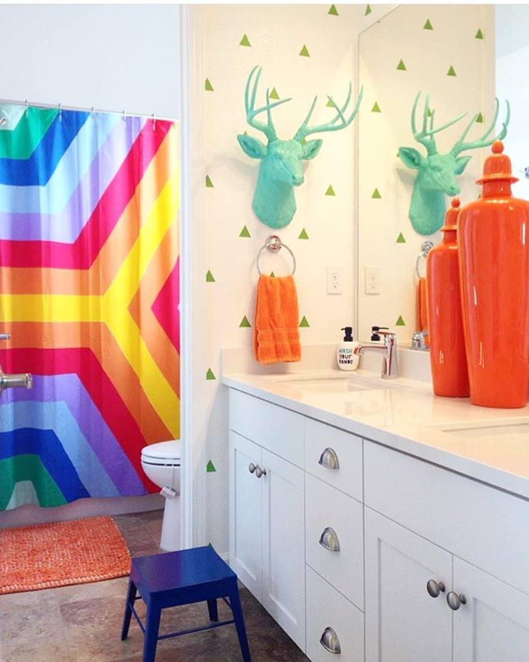 Adorable Colorful Kids Bathroom Design