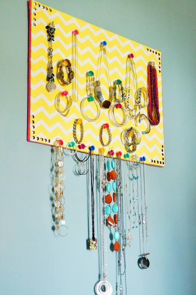Fun Corkeboard DIY Jewelry Organizer