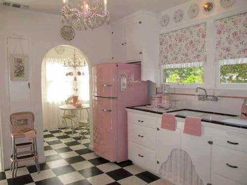 Gorgeous 1950's Retro Style Kitchen Design With Pink & White Combo