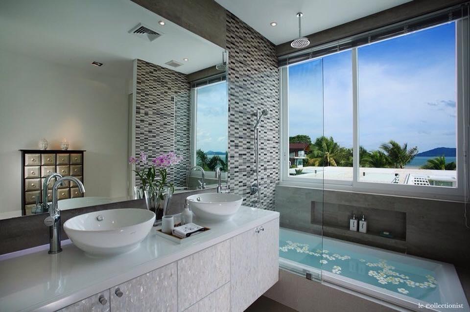 Marvelous Contemporary Bathroom Design With White Vanity, Bath Tub ...