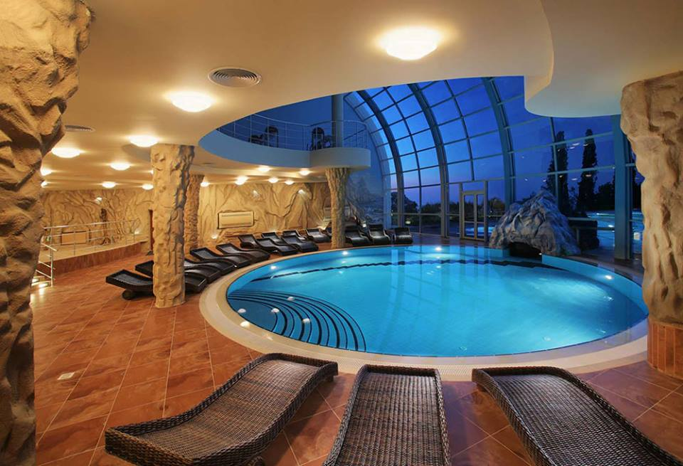 Mind Blowing Round Swimming Pool Design
