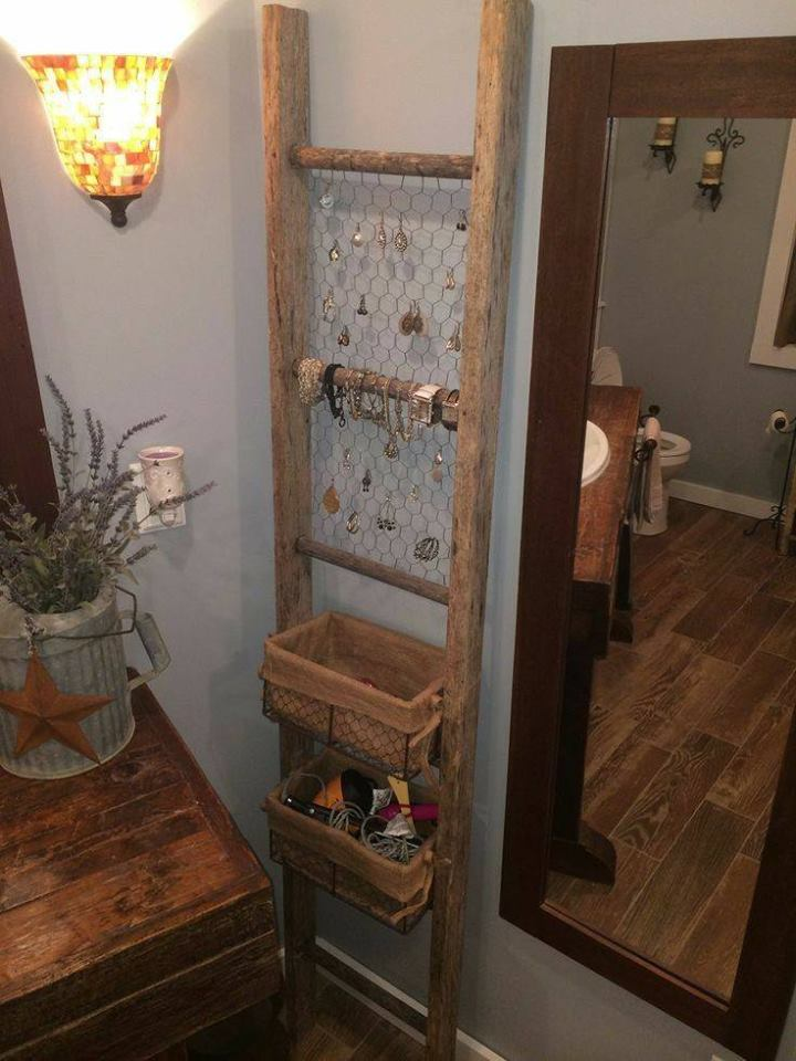 Recycle Ladder, Chicken Wire & Baskets As DIY Jewelry Organizer