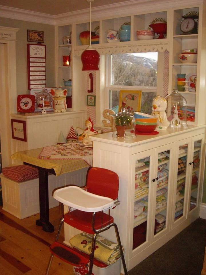 50 smart and retro style kitchen ideas for that different look for Small retro kitchen