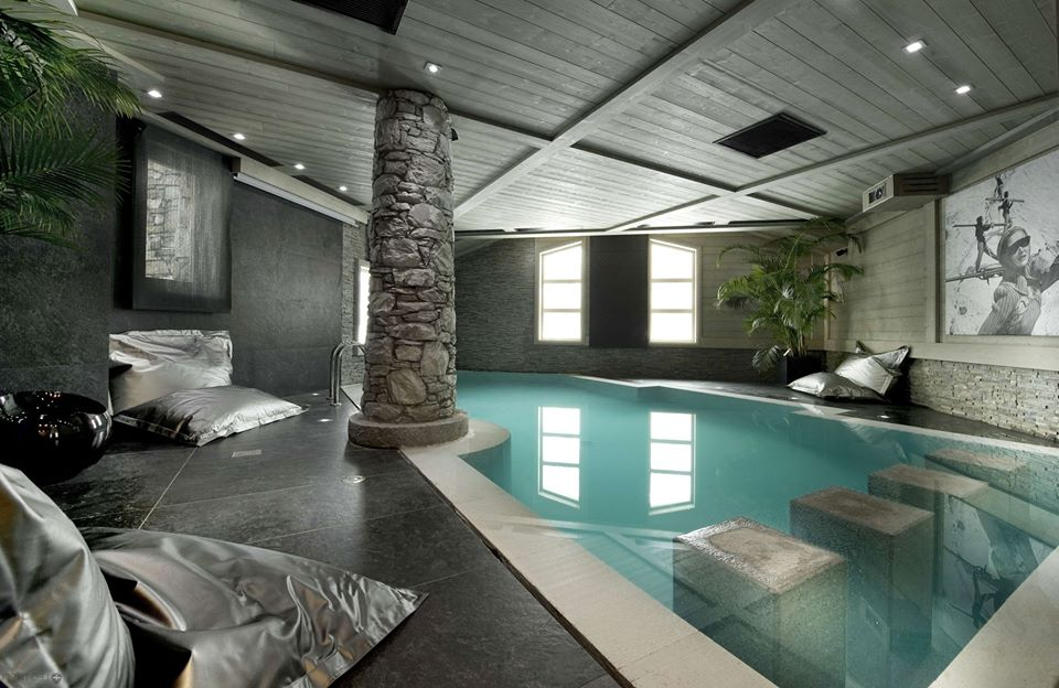Stunning Swimming Pool DesignWith Stone Pillar