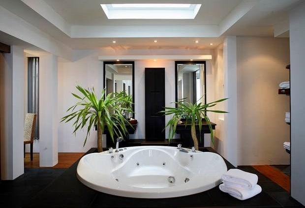 Unique White Bathtub With Black Floor
