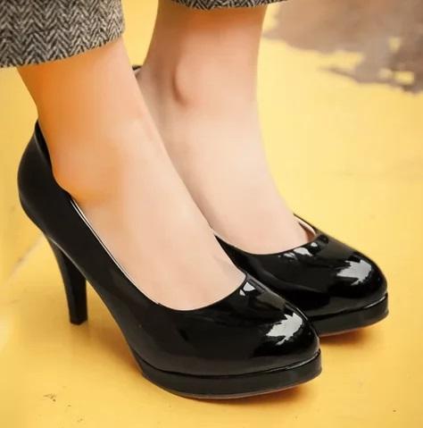 018266fdfb6 Beautiful Black High Heels Round Toe Pumps - Blurmark