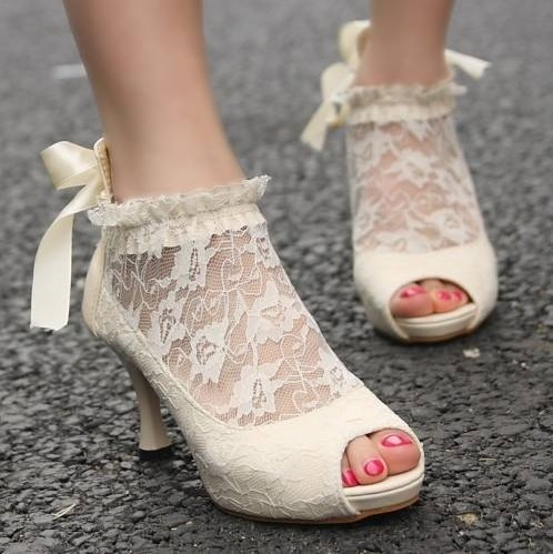 Eye Catching Vintage Style P Toe Wedding Shoes Design With Lace On Ankle