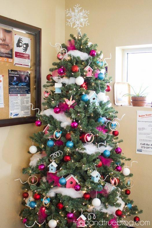Christmas Tree Tinsel.Bright Christmas Tree Decor With Tinsel Garland Blurmark