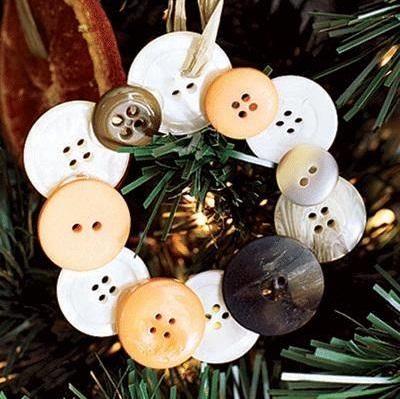 DIY Button Christmas Ornaments Wreath