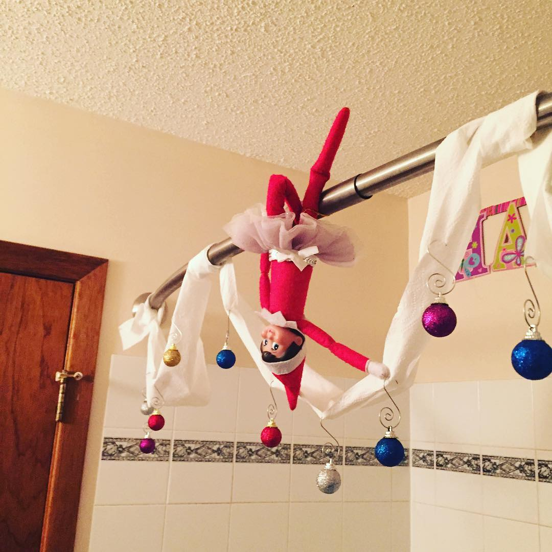35 fascinating bathroom decor for christmas makeover for Exclusive christmas decorations