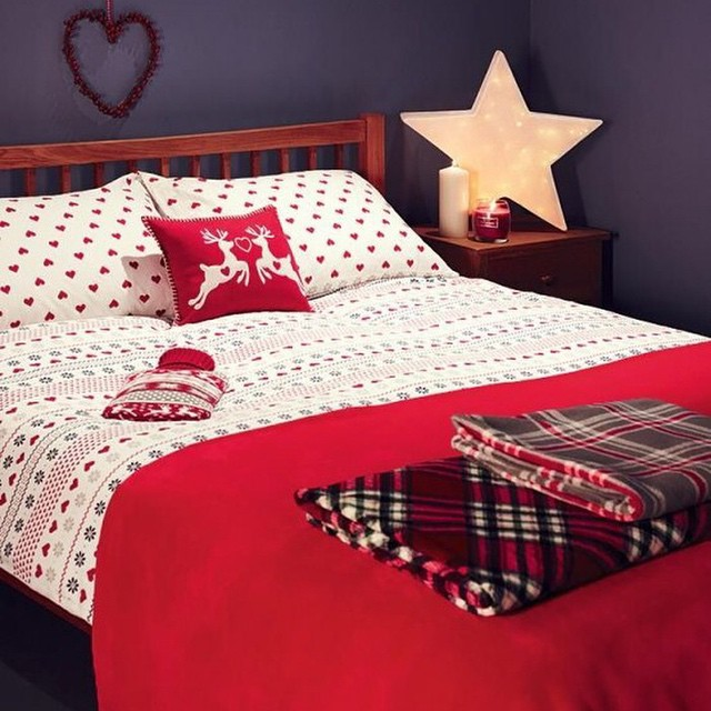 Red & White Bedding With Star