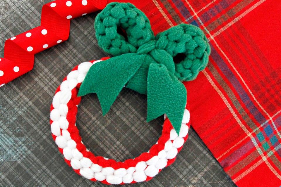 Swanky DIY Woven Fleece Christmas Wreath