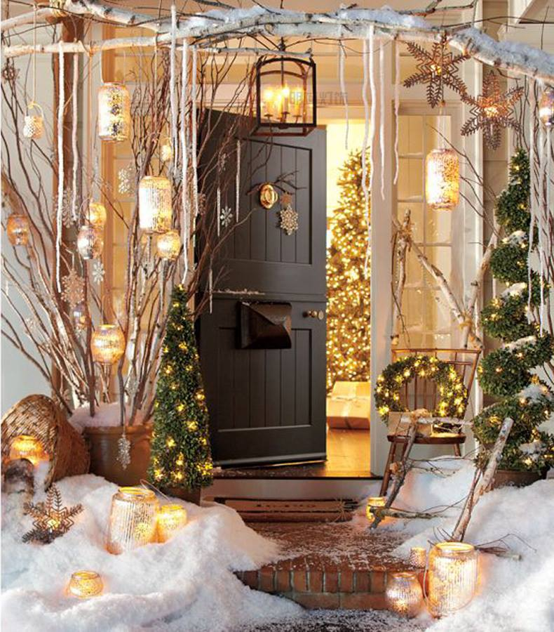 Alluring Christmas Decoration With Lights, Snowflakes And Tree