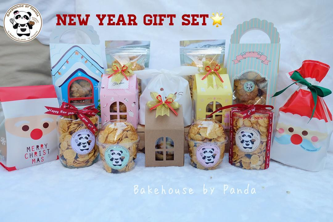 Amazing New Year Gift Set Box Of Cookies And Chocolate For Christmas And New Year