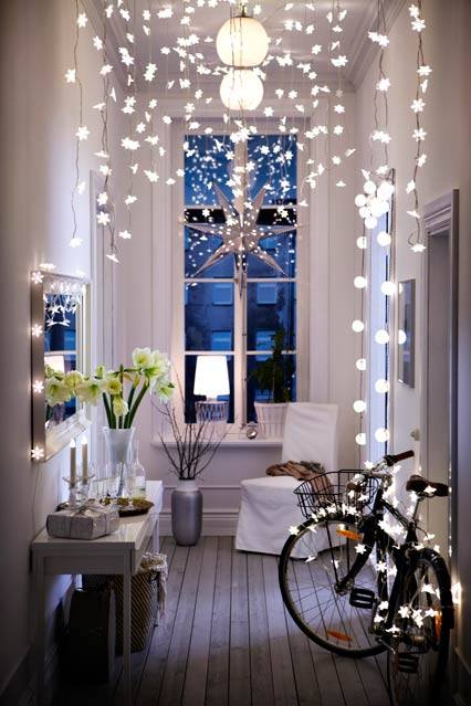 Appealing Snowflakes And Light Decor Ideas