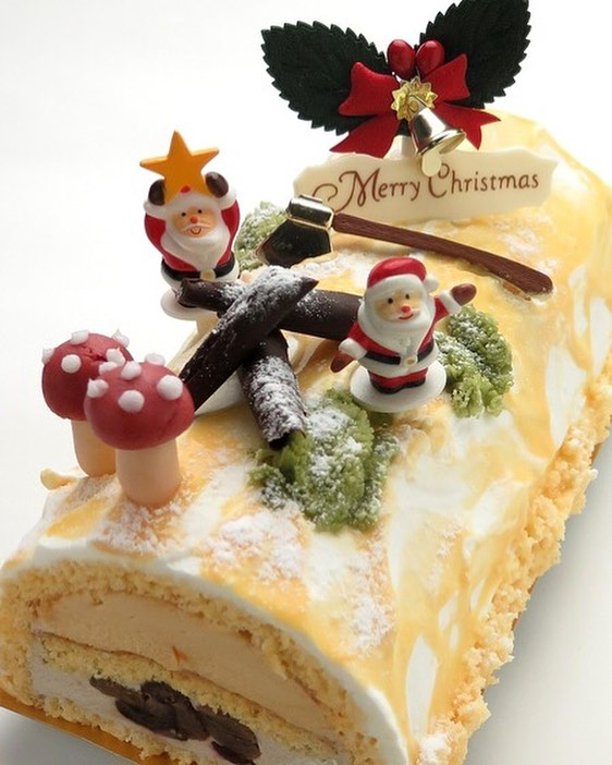 Beautifully Decorated Christmas Cake