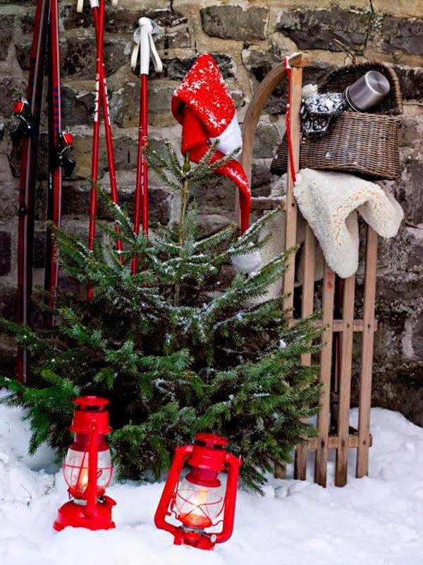 Charming Christmas Decoration With Lantern And Tree