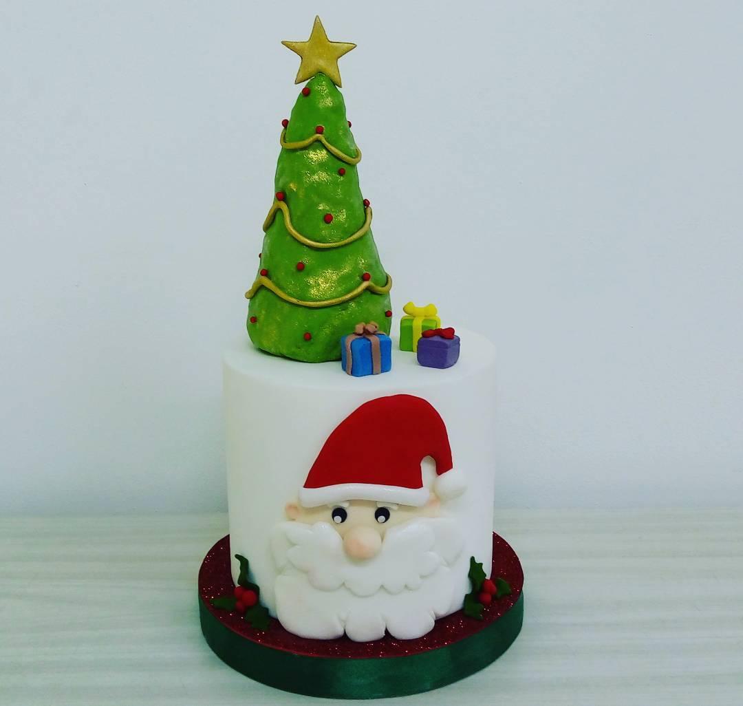 Creative Santa Claus Cake With Tree