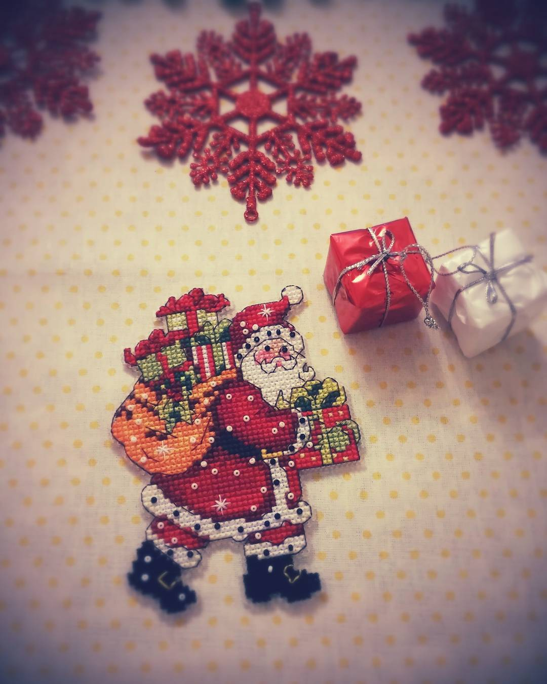 Crossstitch Santa Gift