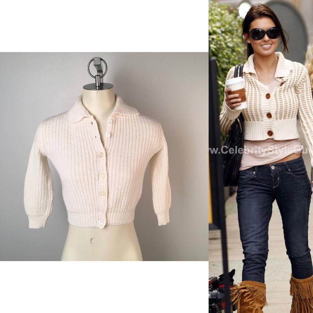Cute Button Dow Cropped Sweater Paired With Blue jeans And Fringes Shoes