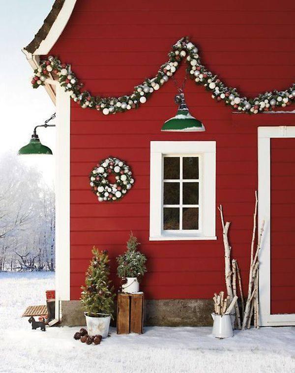 DIY Xmas Outdoor Decor With Ornaments