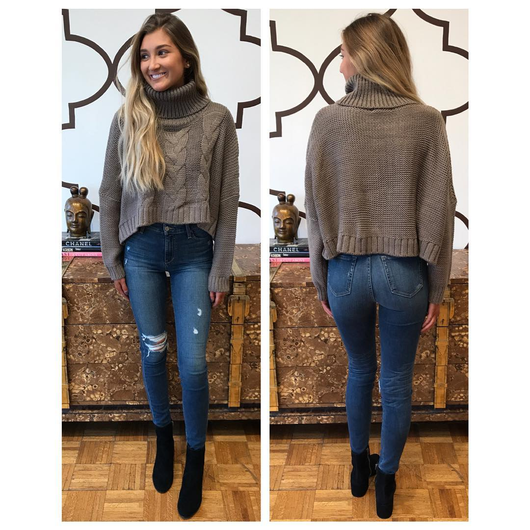Elegant Turtle Neck Sweater With Jeans