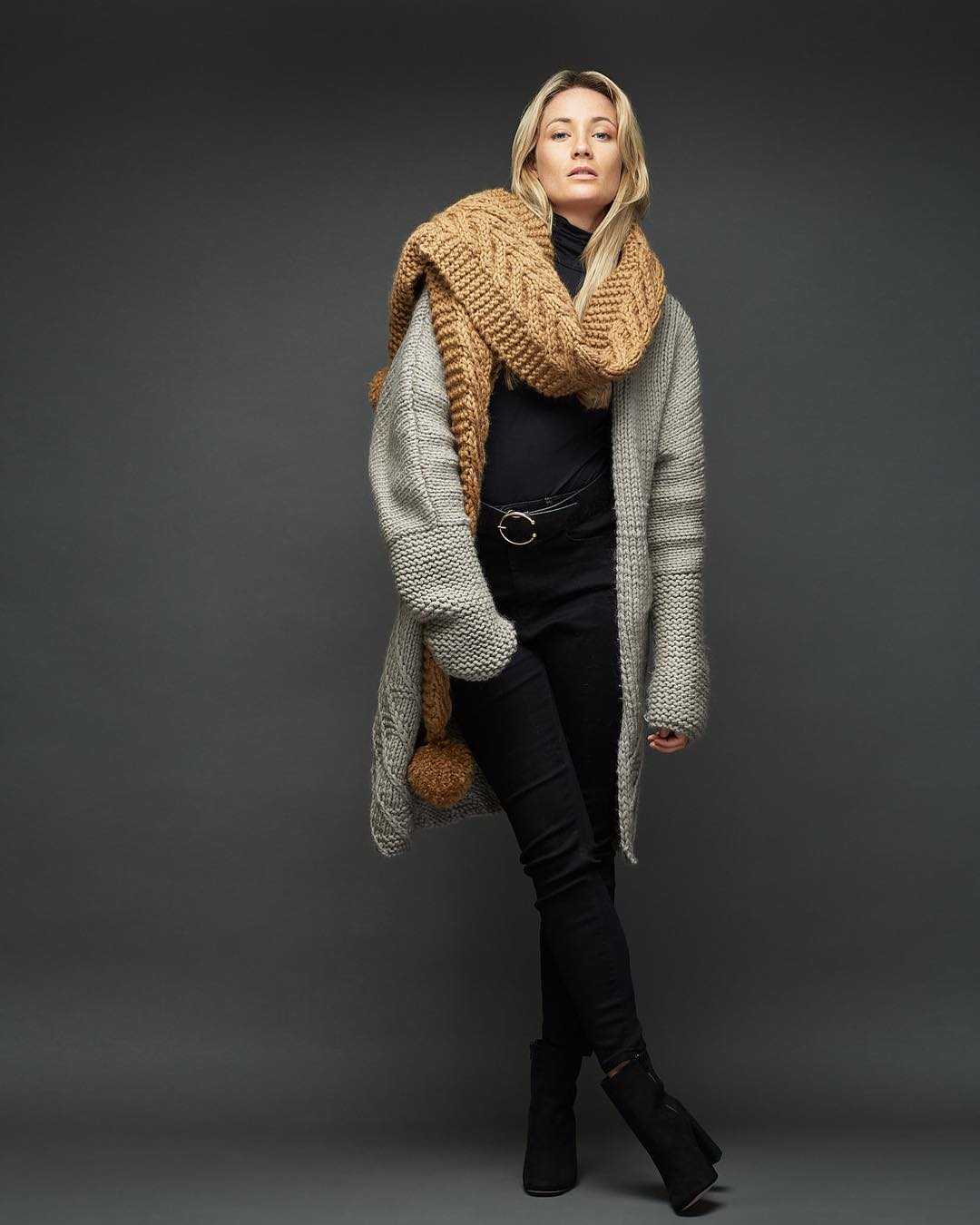 Fabulous Woolen Cardigan With Scarf