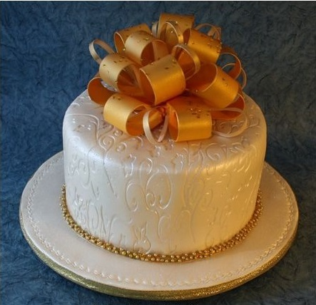 Golden & White Gift Shape New Year Cake