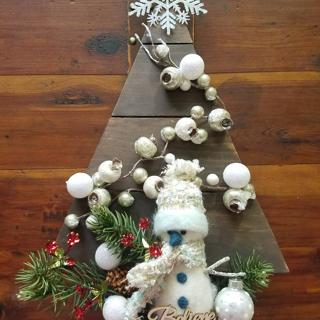 Gorgeous Hardboard In Shape Of Tree And Decorated With Ornamentss