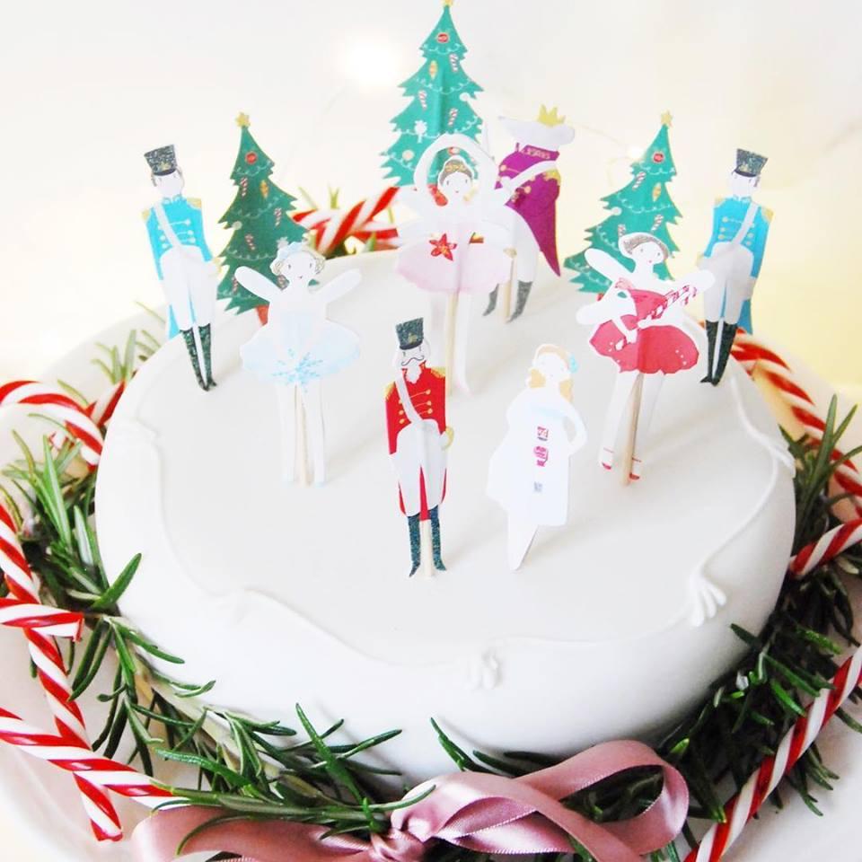 Lovely Christmas Cake Decoration