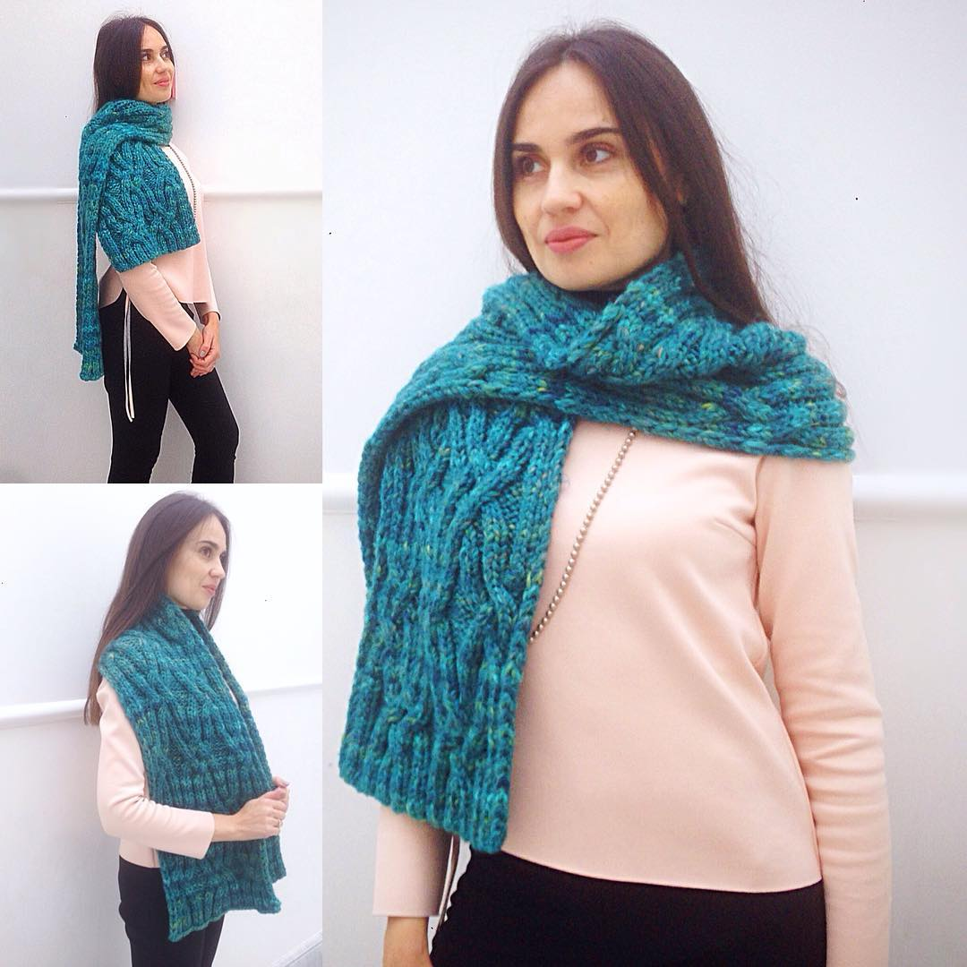 Lovely Scarf To Keep You Warm In Festive Season
